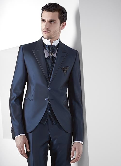 En nuestra tienda de Pontevedra encontrarás trajes de novio 83a0c5a46dd